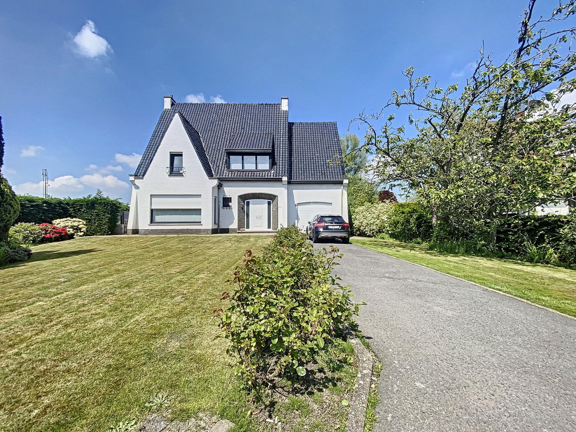 Charmante Villa met prachtige authentieke tuin op Toplocatie te Zedelgem!