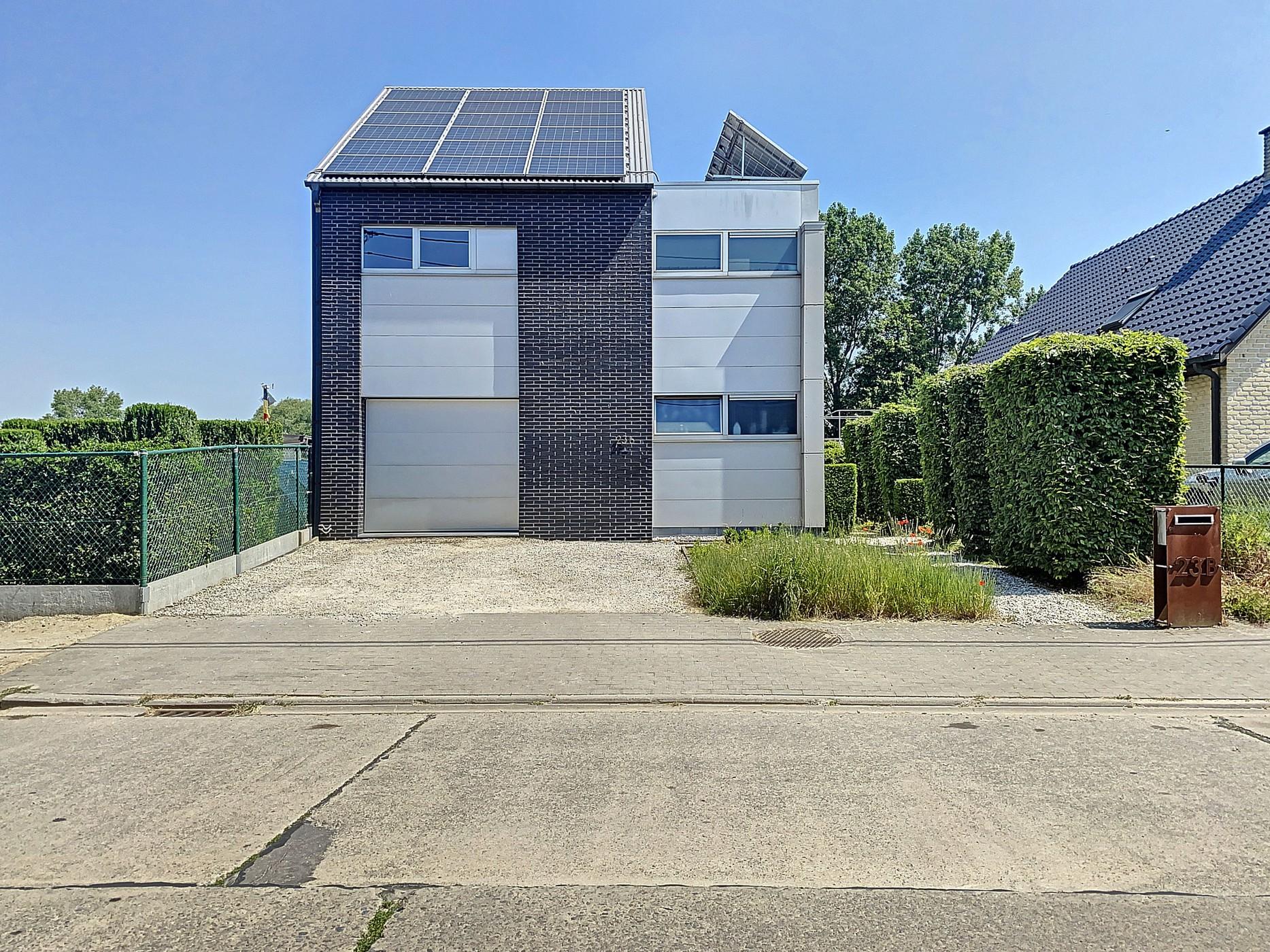 Stijlvolle designwoning met veel lichtinval gelegen op een rustige locatie te Denderbelle!