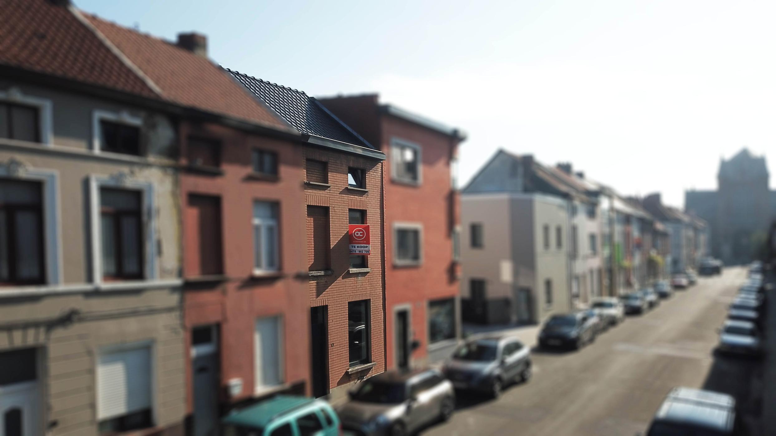 Gezellige, verder af te werken, woning te koop op goede ligging in Gent.