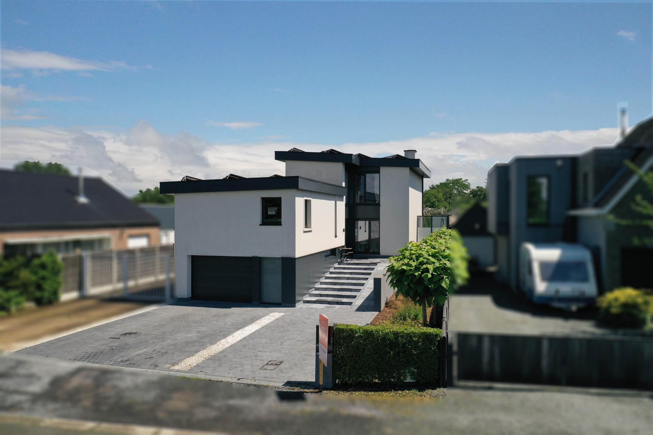 Prachtige en volledig gerenoveerde woning op uitstekende ligging in Massemen te koop.