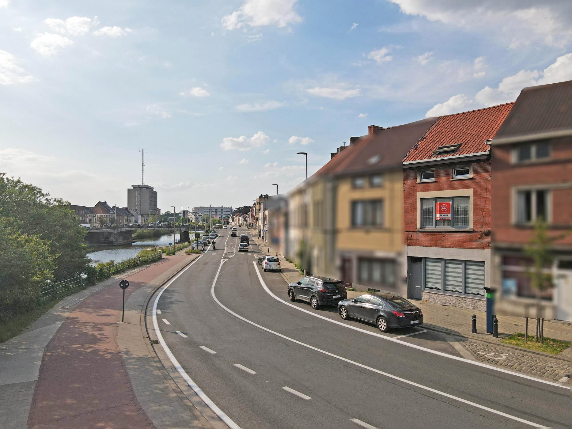 Gelijkvloers appartment met grote koer te koop in centrum Gent.