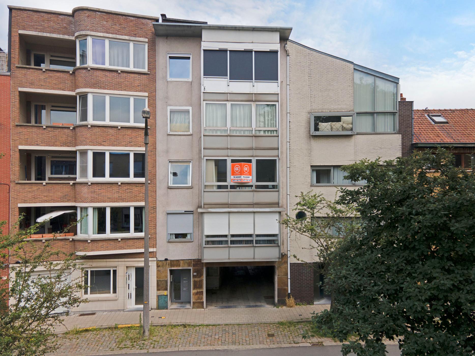 Fantastisch gelegen appartement nabij station Gent Sint Pieters en Watersportbaan te koop.