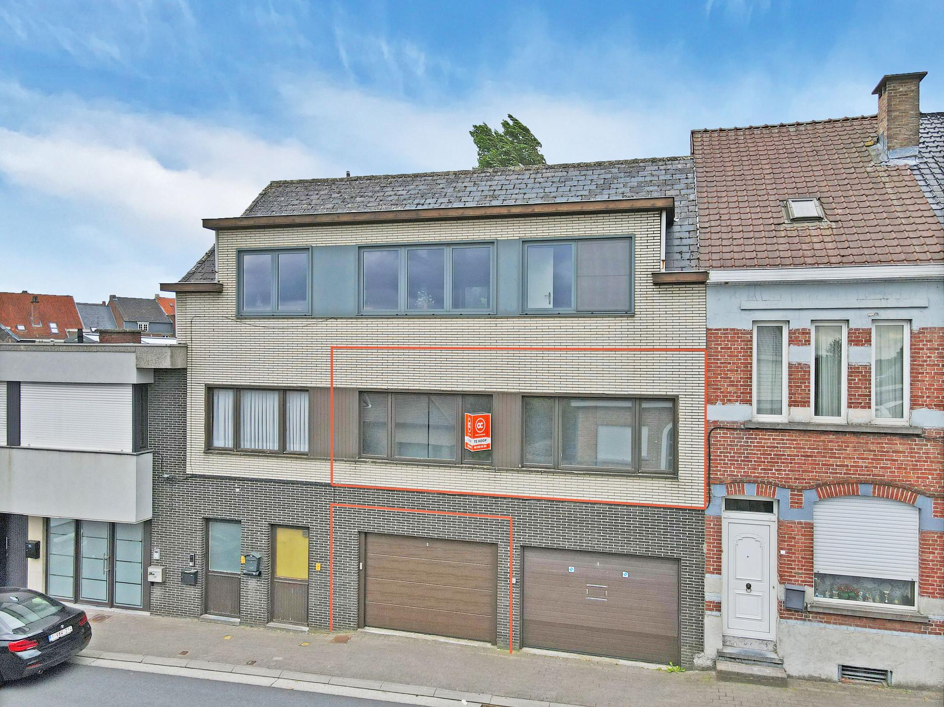 Vernieuwd eenkamerappartement met garage in centrum Zottegem