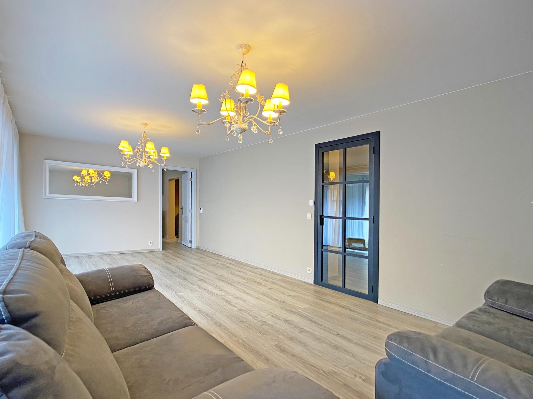Instapklaar appartement met garage en terras te Lebbeke!