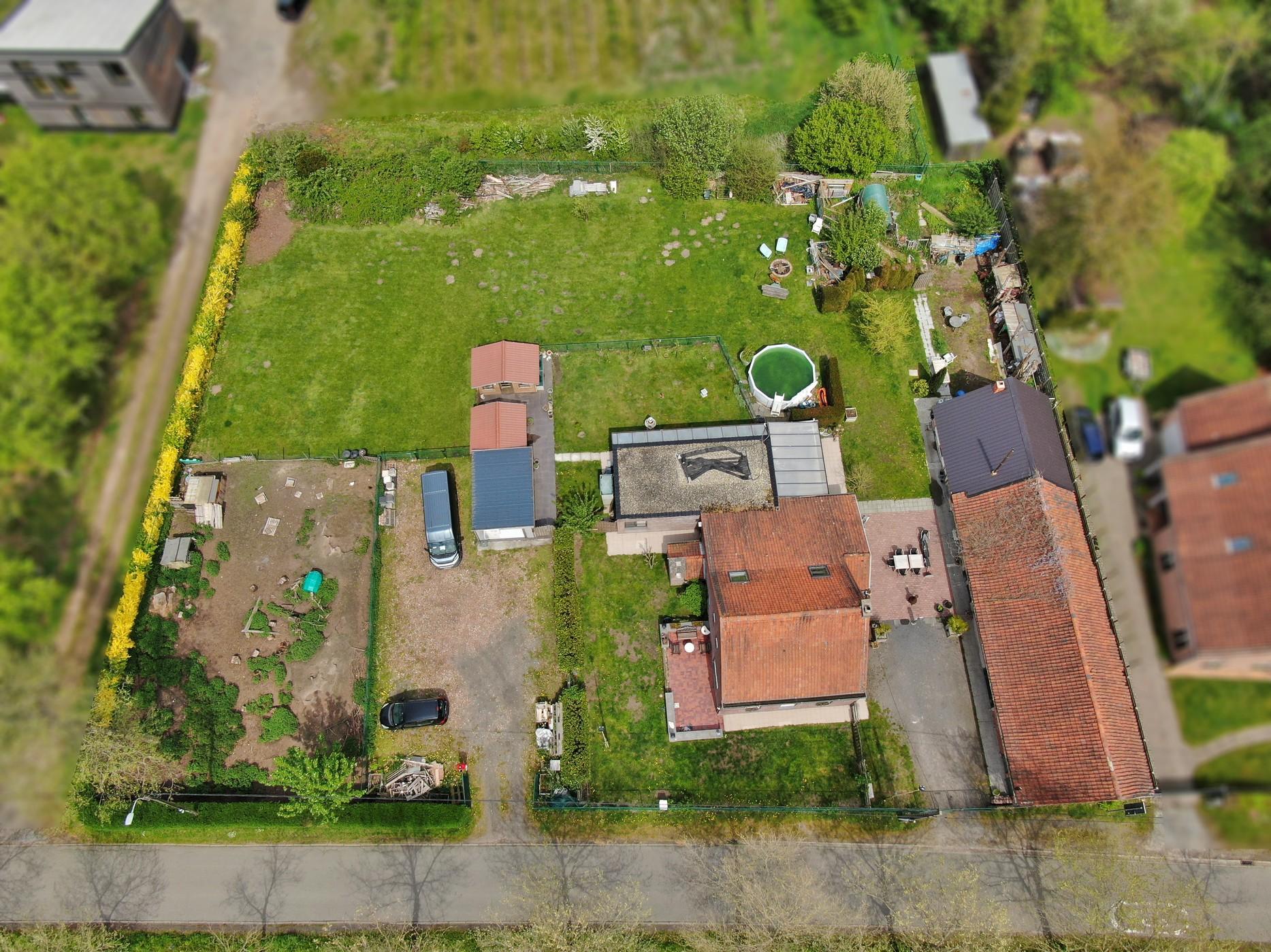 Unieke eigendom (woning met bijbouw en grote schuur) in agrarisch gebied te Waasmunster!